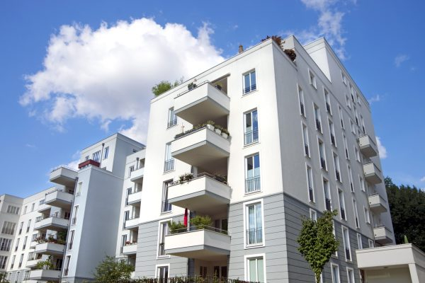 Copropriété : qui doit réparer la terrasse ?