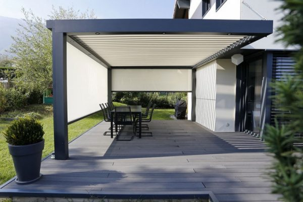 Installer une pergola bioclimatique : comment faire ?